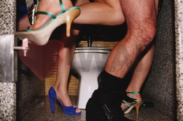 Секс в туалете - ночной аукцион